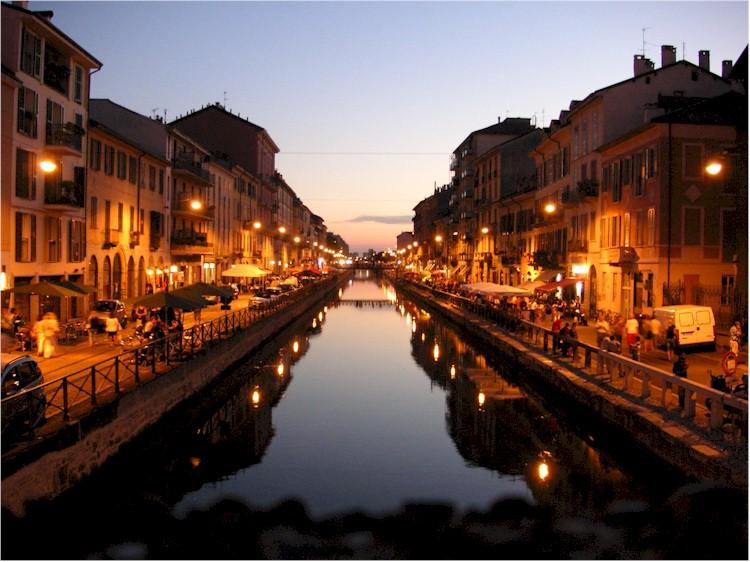 Milano domenica ai navigli agoranews for Mercato domenica milano