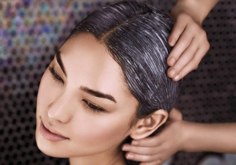 Maschere per capelli della persona con lievito