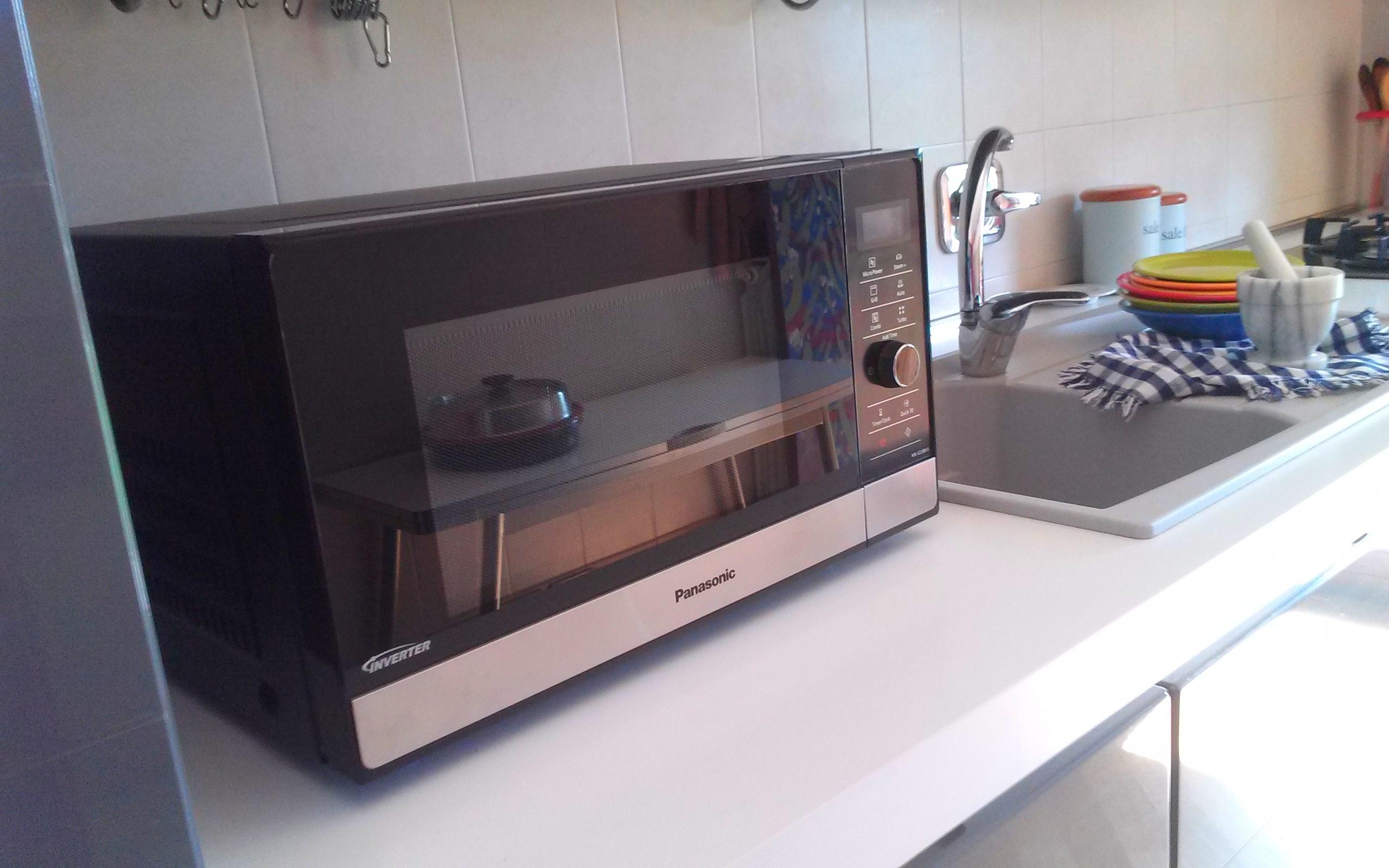 Credenza Per Microonde : Il pi piccolo forno a microonde. stunning le icone luminose i tasti