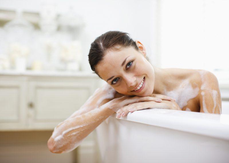 Un bagno come in giappone agoranews - Come lucidare una vasca da bagno opaca ...