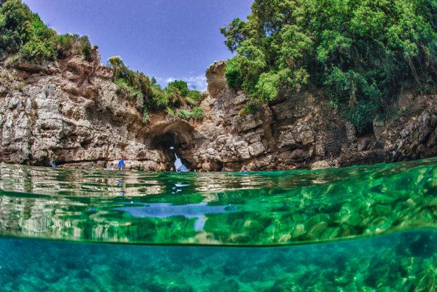 Guida alle migliori spiagge della penisola sorrentina agoranews - Bagno della regina giovanna ...